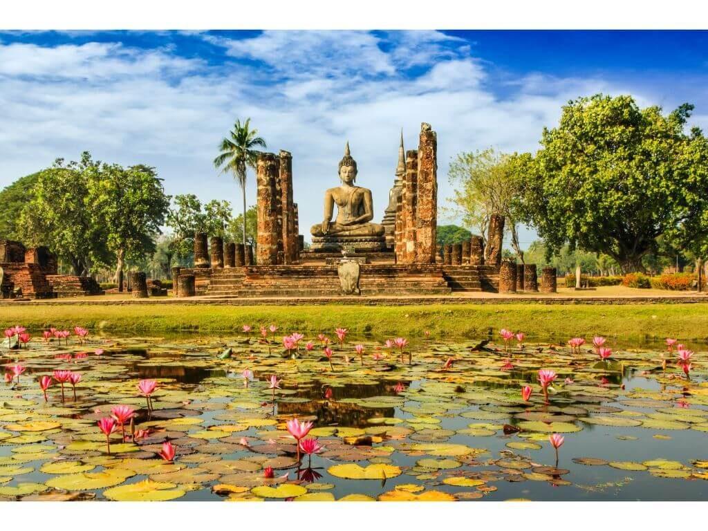 TAILANDIA-ESTATURA-BUDA-SUKHOTHAI
