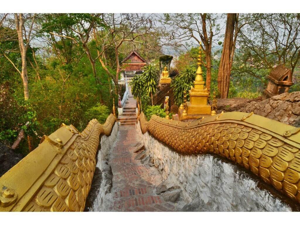 escaleras-monte-phousi-vistas-rio-mekong-luan-praban